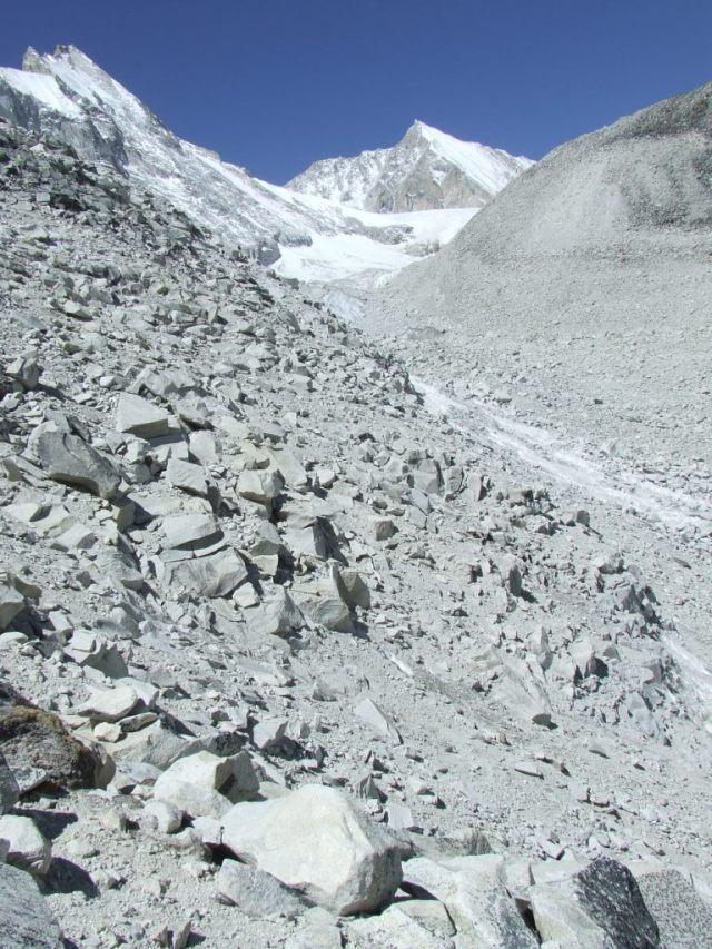 vue sur l'amont du glacier avec le Cho Polu au fond, but ultime du trek Makalu 2015